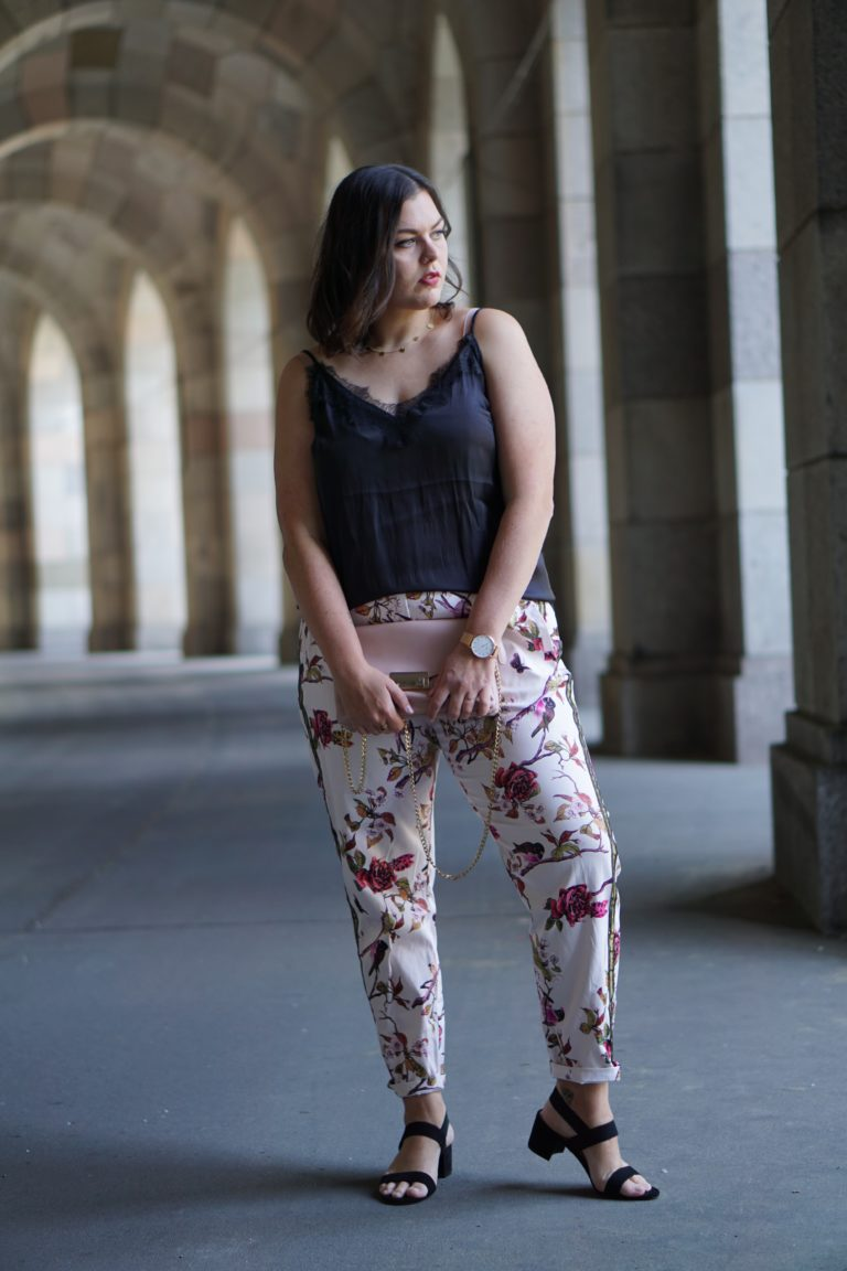 Anna Curve Trackpants 038 Flowerprint mit cubell file name