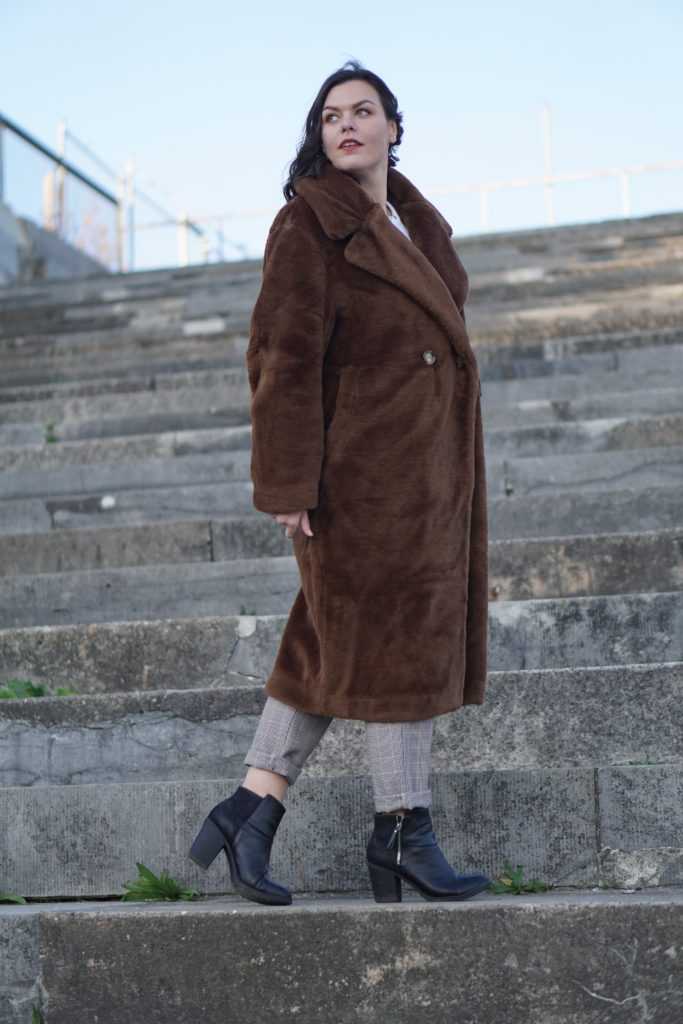 Anna Curve Teddy Coat 038 Karo Pants file name